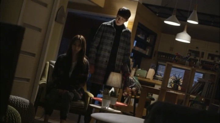Sara pushes Kang Joon away