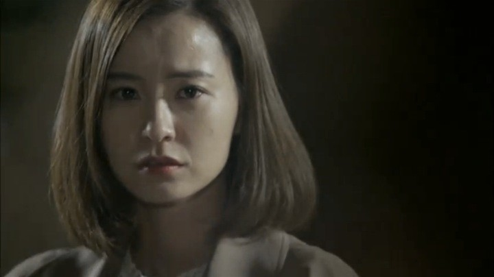 Yeo Reum gazes Tae Ha