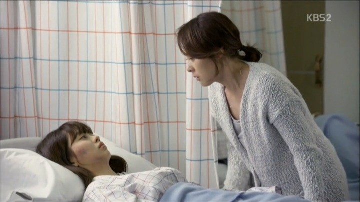 Eun Bi wakes up in hospital